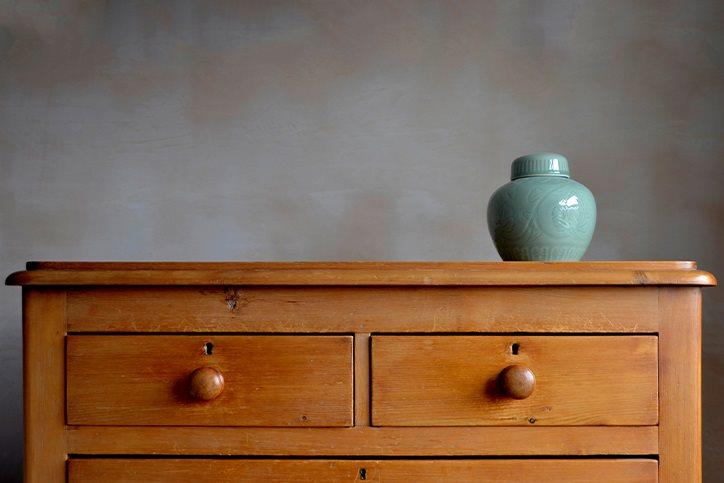 urn on dresser